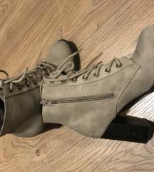 Čizme gleznjace 37