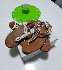 Dva para sandala, veličine 39
