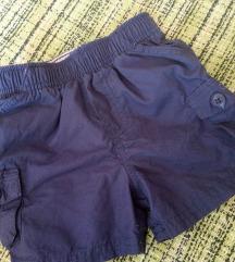 OshKosh kratke hlačice cca 6 mj