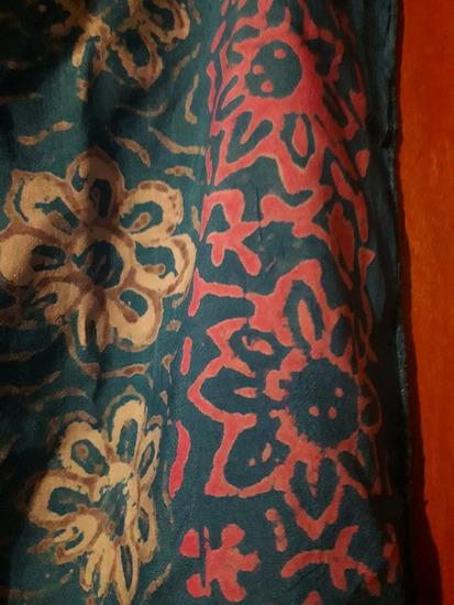 Velika plava marama sa uzorkom