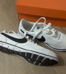 Nove, Nike tenisice 37,5