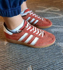 Adidas universalke