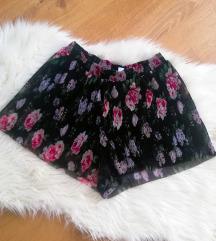 Kratke cvjetne hlačice