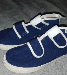 Papuče nove poklanjam