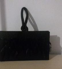 Crna večernja clutch torbica s perjem
