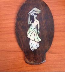 Intarzija školjka u drvu