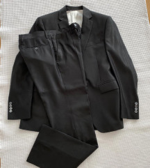 Martin Arbanas crno odijelo
