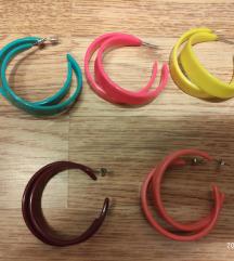 Plastične naušnice u bojama