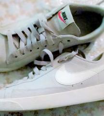 Nove Nike 40 patike