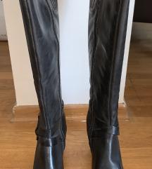 Crne kožne čizme na petu