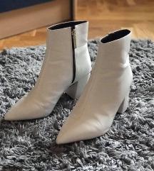 Sniženo% Bijele čizme s blok petom
