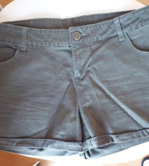 maslinaste kratke hlače