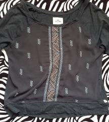 Hollister tamnoplava izvezena majica