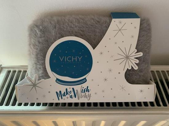 Vichy kozmeticka torbica + balzam za usne💋