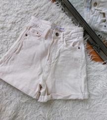 Stradivarius kratke hlače