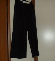 crne hlače ravnih nogavica