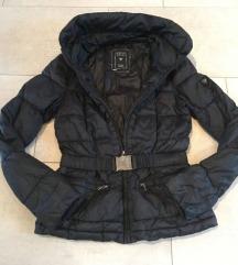 Guess jakna i majica Apriori