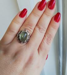 Srebrni prsten s prehnitom