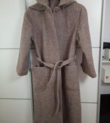 Novi kaput od vune s kapuljačom