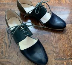 Lijepe i posebne niske cipele