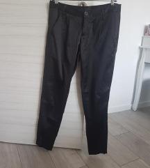Predivne crne svečane hlače