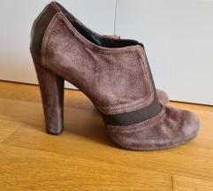 Cipele na petu