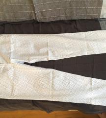 Nenošene bijele hlače