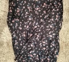 Crna cvjetna svilena bluza 🧚♀️