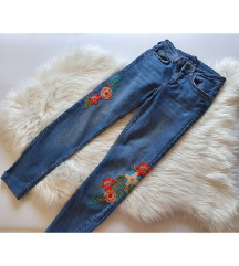 Zara embroidered traperice, kao nove