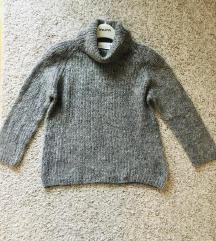 Sivi pulover dolčevita vel S
