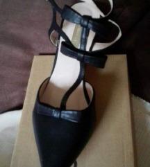 Kozne sandale sa masnicama br 35