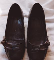 Smeđe kožne cipele