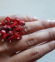 Prsten sa čipsom od koralja