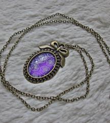 Lančić s privjeskom ''Purple roses'' (ručni rad)