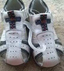 Potpuno nove kožne sandalice 23