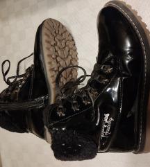 Čizme lakirane 34