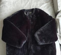 Zara crna kratka bunda