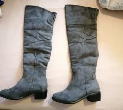 Sive kaubojske čizme preko koljena