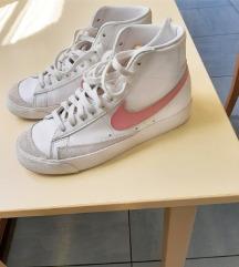 Nove Nike Blazer Mid 77