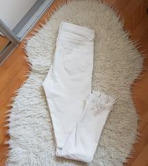 Sniženoo 70 kn! 😊 PRIMARK bijele hlače s resama