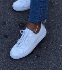 Kozne bijele tenisice