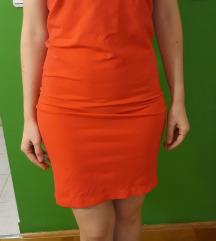 Poklanjam, Crvena haljina