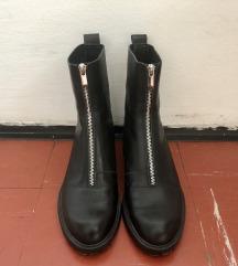 Kožne crne čizme