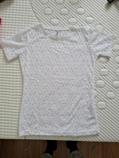 Bijela čipkana majica kratkih rukava