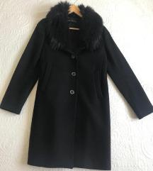 Zara crni kaput s krznom