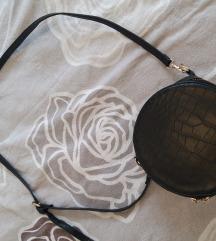 Crna okrugla torbica