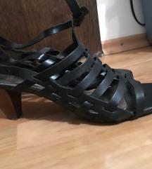 Cipele s potpeticom!