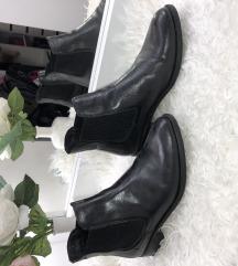 Lakirane kozne cizme