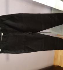 nove crne hlače vel 146