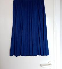 Plisirana suknja kraljevsko plave boje